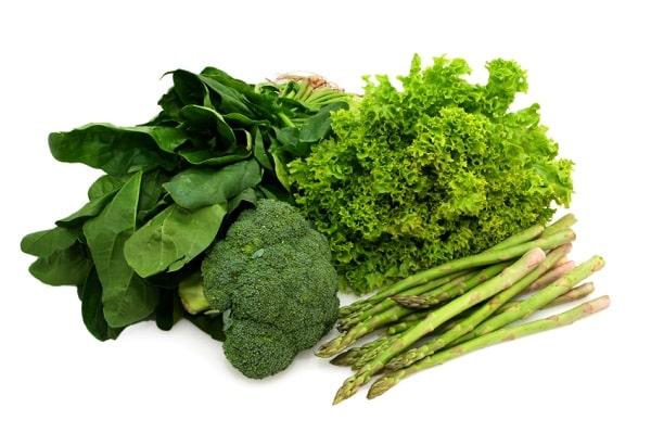Yeşil yapraklı sebzelerin ek bir faydası, folik asit içermeleridir.